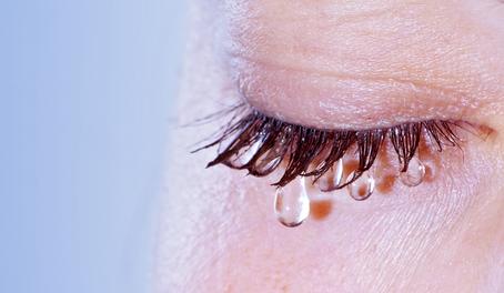 homályos látás a könnyek miatt