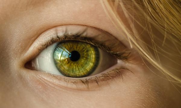 az egyik szem látása rosszabb)