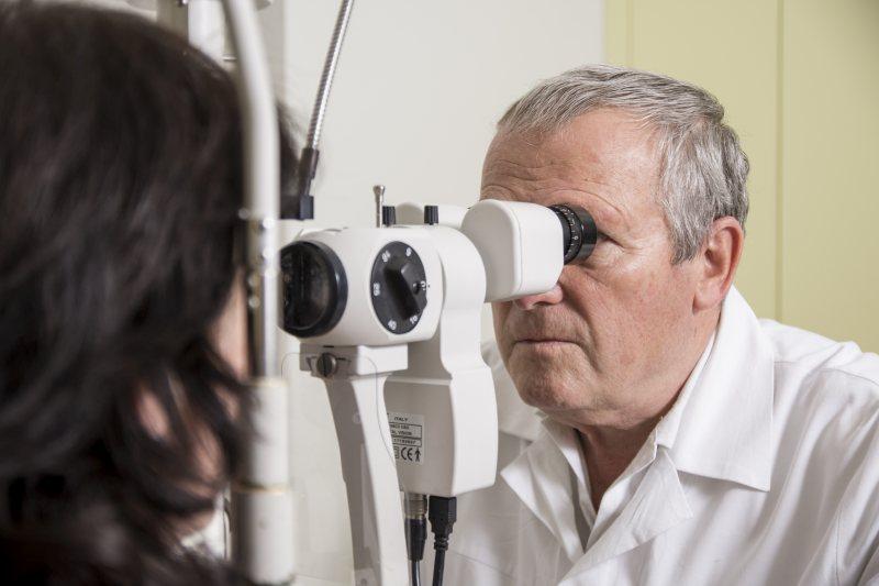 szemész szolgálatban
