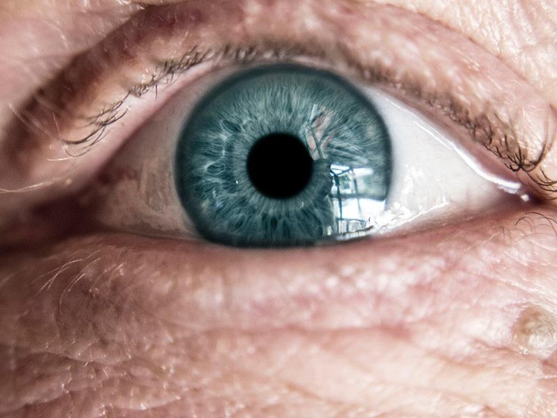 hány éves korban veszítik el a látásukat)