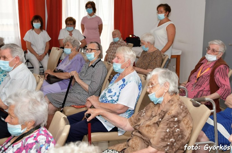 látásgyógyszer az idősek számára)