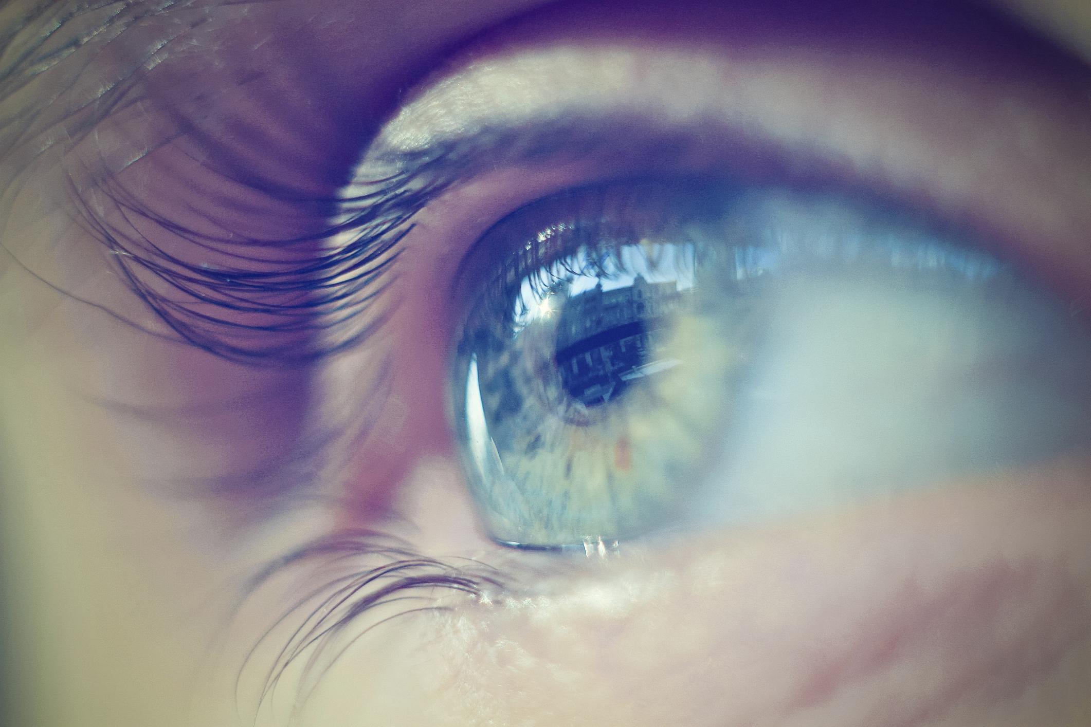 gyenge látással, fejfájással