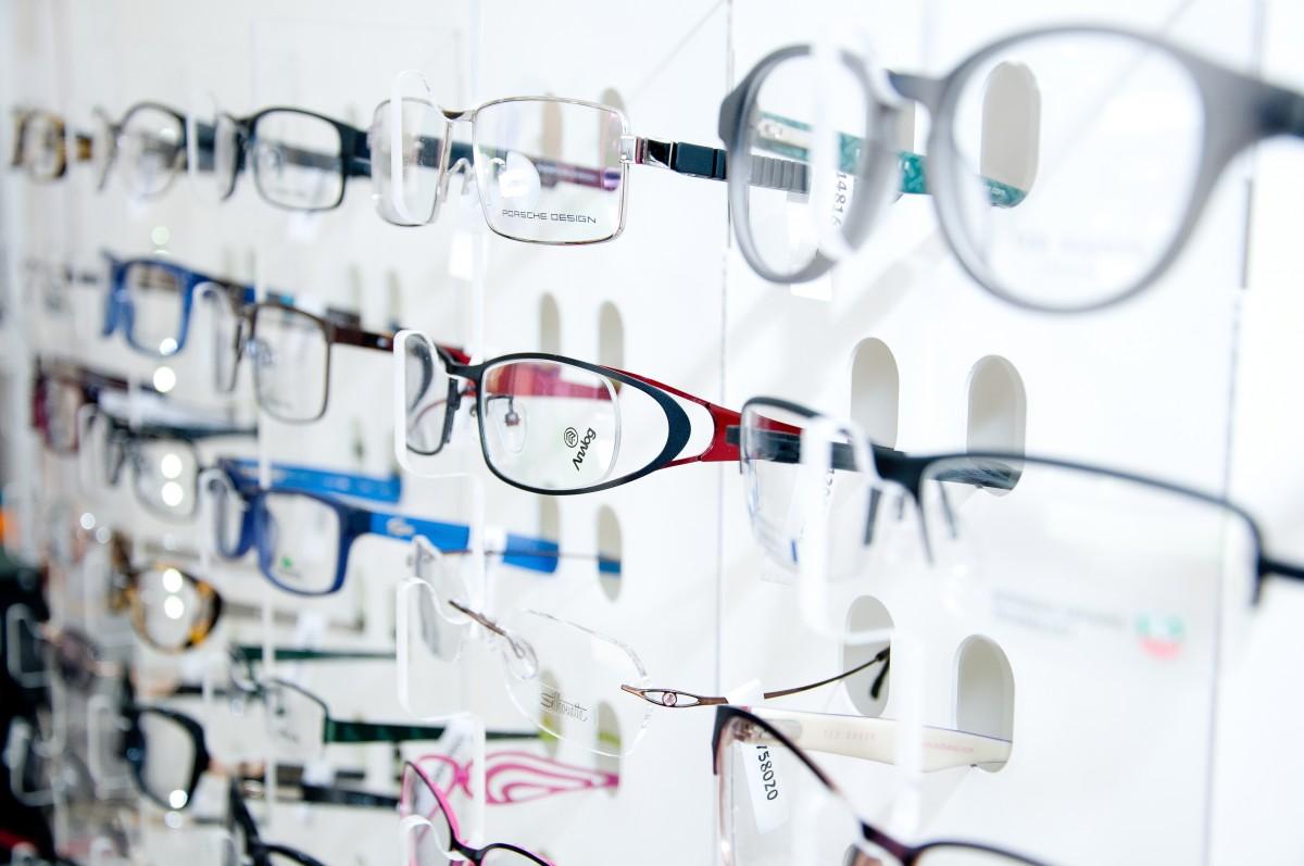 szemcseppek látásvizsgálatokhoz)