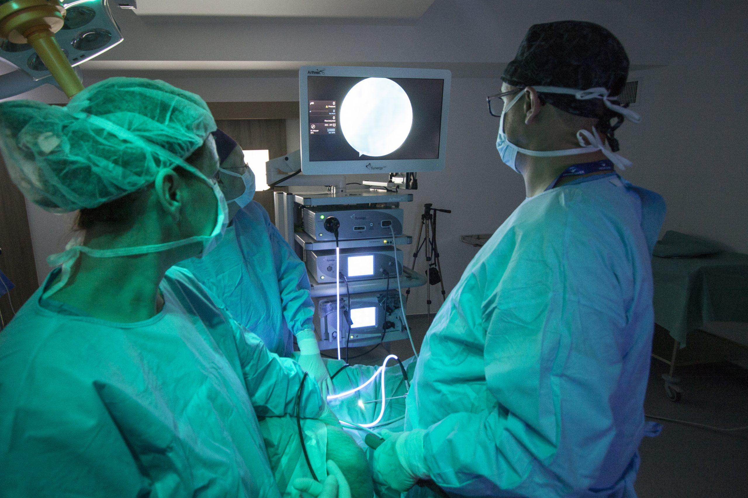 milyen látásmódot végez a műtét