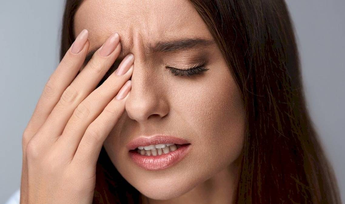 fejfájás; romló látás