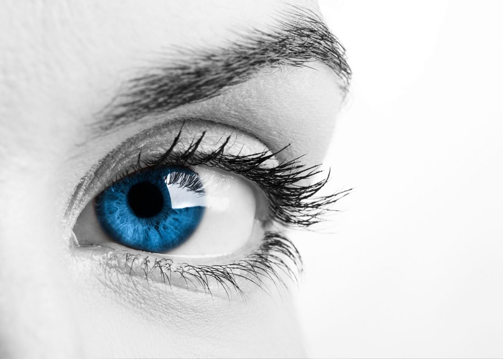 a látás ellenőrzésekor a szemek eltemetve vannak)