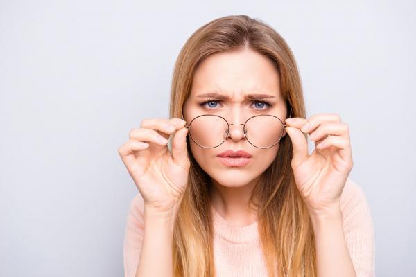 normális látású nőnél