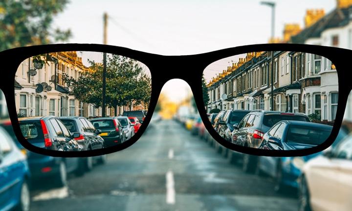 korlátozza a szemüveg nélküli jogok látását
