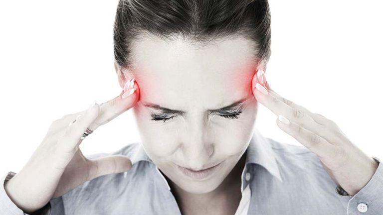 fejfájás; romlott látás