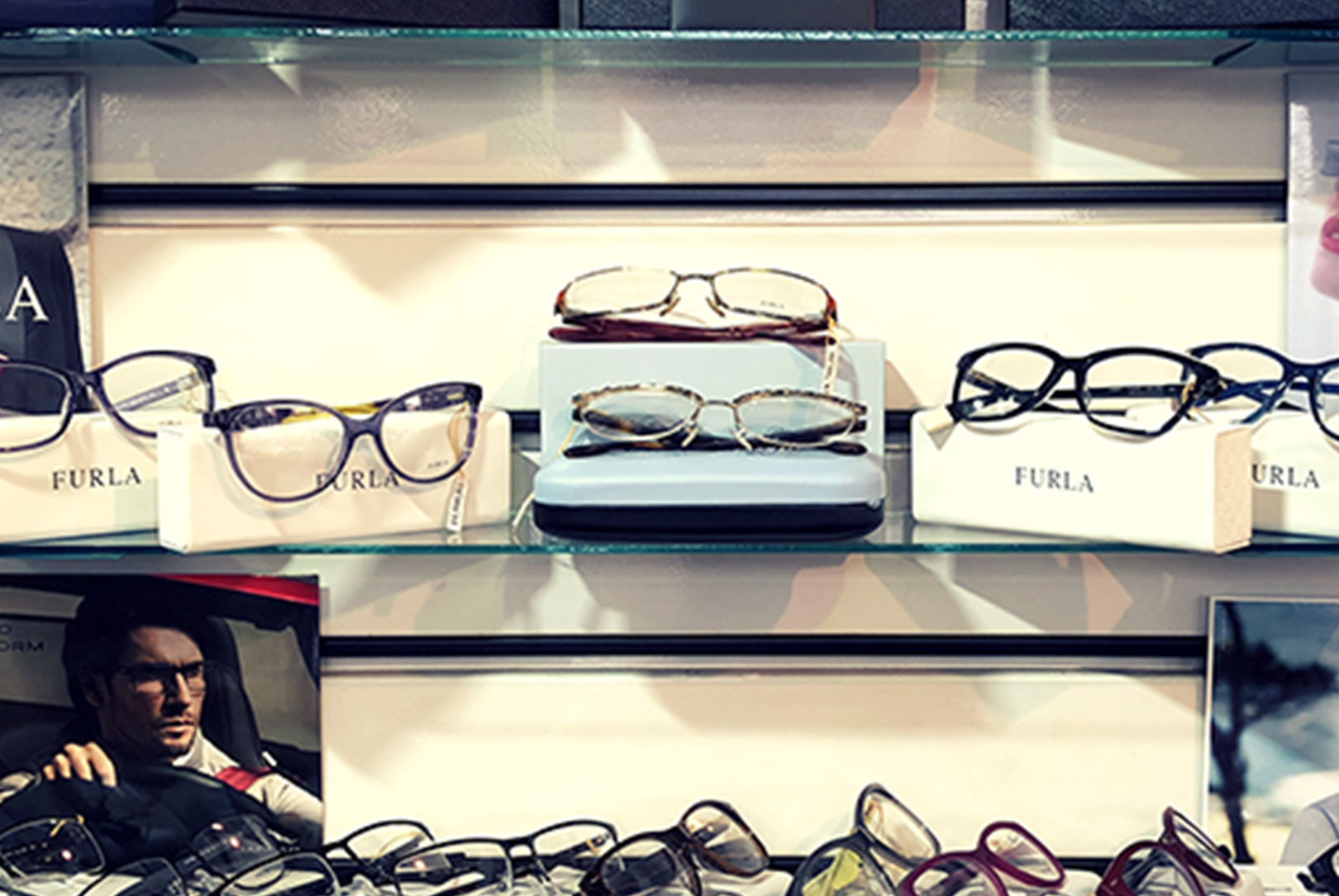 Árt a szemnek a nem megfelelő szemüveg, vagy az elégtelen világítás?