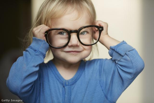 az egyéves gyermek látása gyenge)