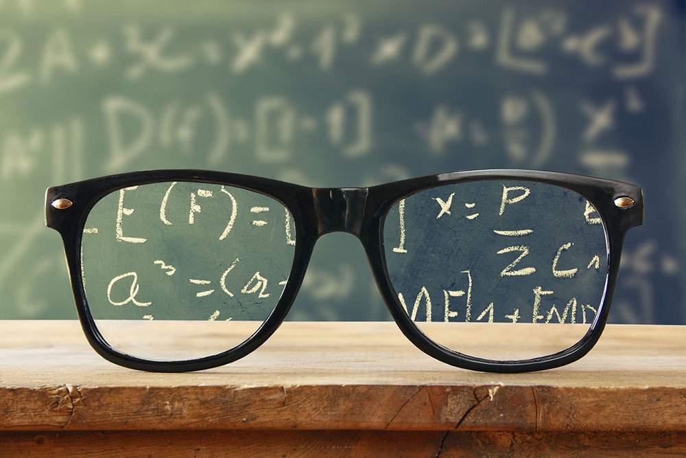 korlátozza a szemüveg nélküli jogok látását)