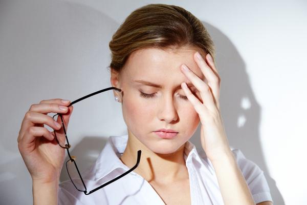 nehéz fej és homályos látás