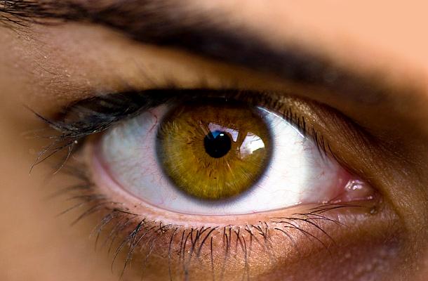 Az úszó homályok és foltok a szem előtt vajon a szembetegségek a jelei?