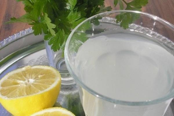 Víz citrommal: az előnyök és a kár