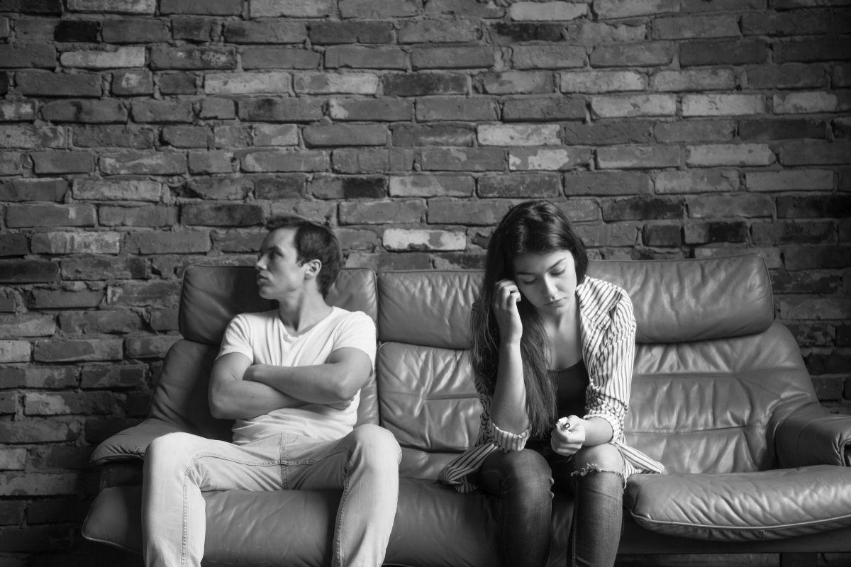 a férj folyamatos féltékenysége és gyanakvása)