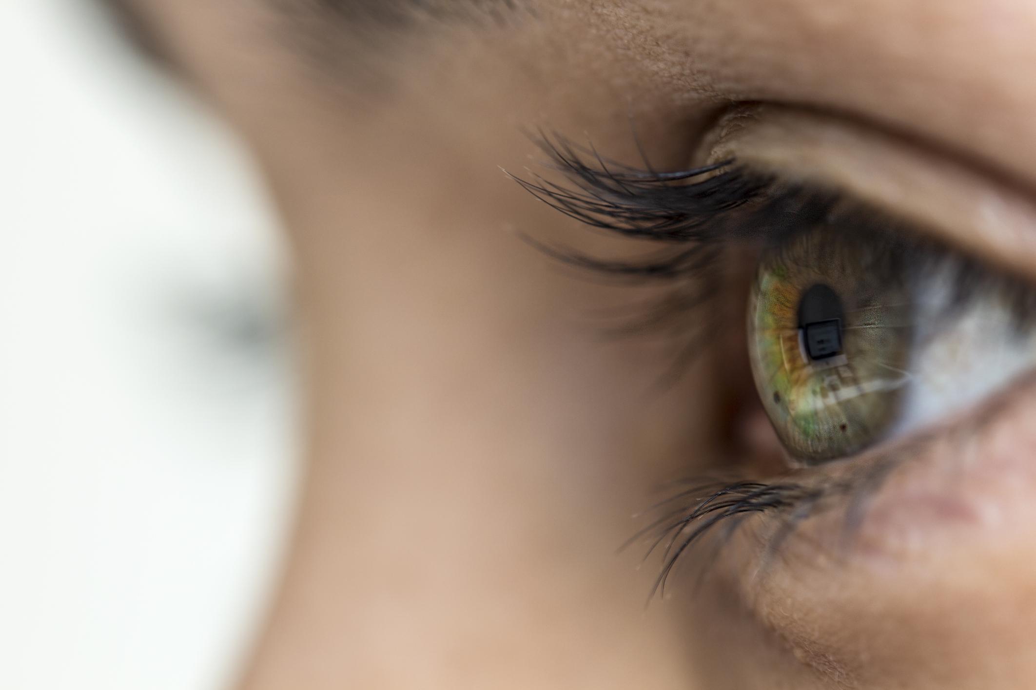 fehér foltok szem látás