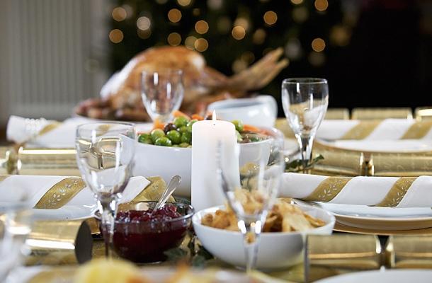 Romantikus vacsora rózsával, pezsgővel és gyertyafénnyel 2 főnek