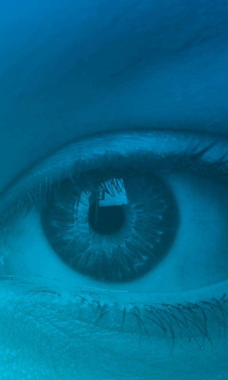 szemműtét egyidejű látással)